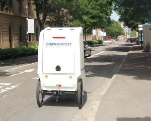 Metz'Ager - Poste-It : le tricycle à Metz dans une rue sans bande cyclable (pour l'instant)