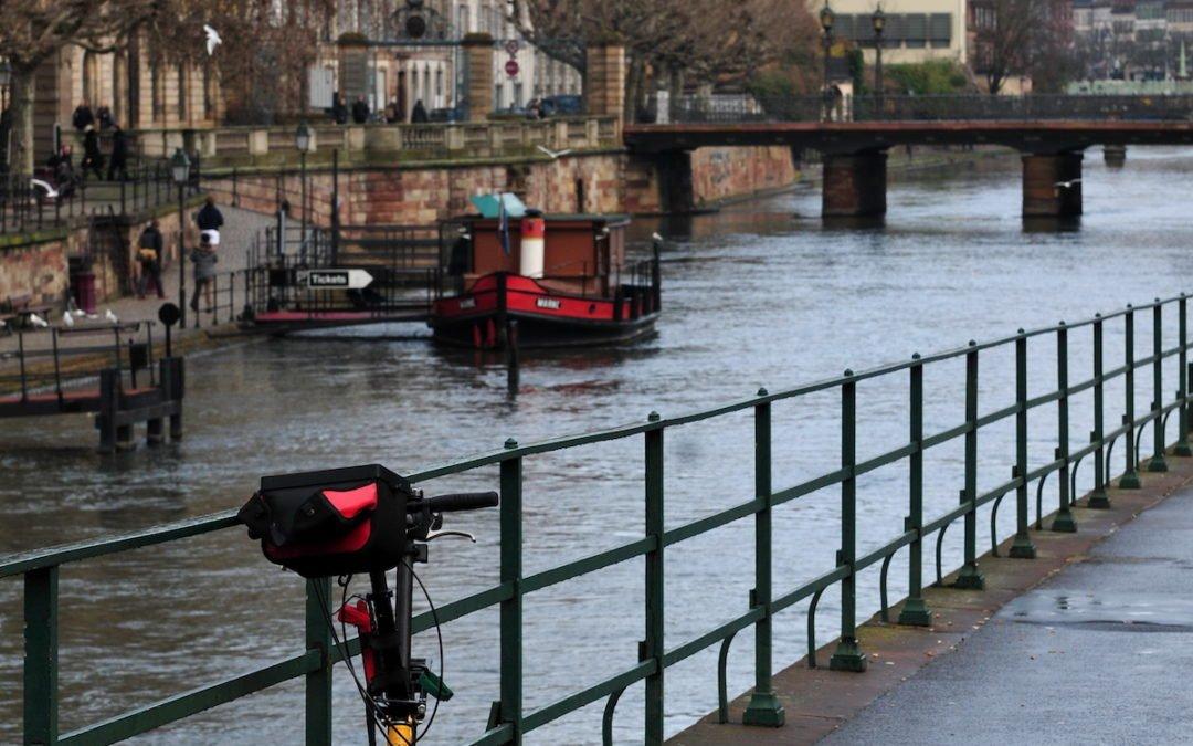 Au boulot à vélo sur les pistes cyclables à Strasbourg
