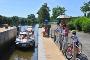 Au fil de la Mayenne à vélo: sur la Vélo Francette