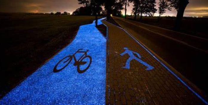 Peinture photoluminescente sur les pistes cyclables